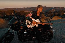 Machine Gun Kelly - Bloody Valentine (Acoustic)
